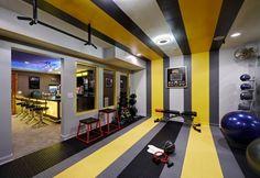 Fitnessraum zu hause luxus  kleiner-fitness-raum-haus-einbauleuchten-decke-wandspiegel ...