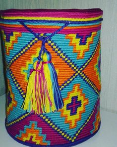 This post was discovered by Ta Diy Projects To Try, Bucket Bag, Knit Crochet, Crochet Patterns, Weaving, Tapestry, Diy Crafts, Throw Pillows, Knitting