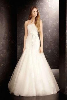 The most beautiful simple wedding dresses are finally here as we hit the end of summer! This guide to pure elegance has us completely in love, whether it's romantic lace or a silky smooth gown. If you're not looking to go too color crazy but still want to shine, go for a simple wedding dress that […]