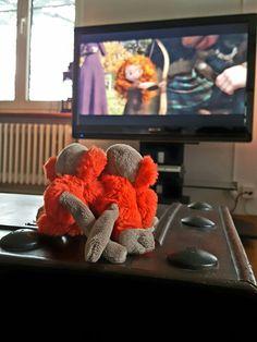 """Die Zwillinge dürfen einen Film schauen: """"Man soll den Mut haben, das Schicksal in seine Hände zu nehmen!"""" - Merida (Disney)."""