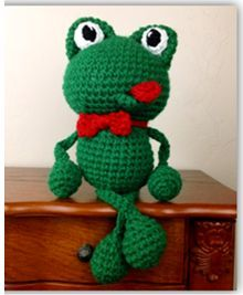 Crochet frog. Amigurumi. Free pattern. Made this for my boys and it's still in awesome shape. Excellent pattern!