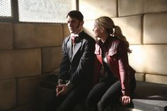 "Sitting nice and Cozy with Storybrooke's new resident sociopath...                                    Hyde and Emma- 6 * 1 ""The Saviour"""