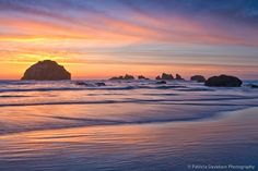 Face Rock in Bandon, Oregon during sunset. Bandon Oregon, Oregon Coast, Pictures Of Beautiful Places, Beautiful Things, City By The Sea, Us Road Trip, Columbia River Gorge, Cannon Beach, Travel Photographer