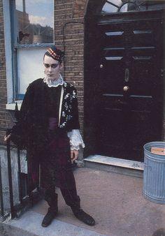 Stephen Linard D. Rimmer, New Romantics. The Look, London, Omnibus Press 2003 Vintage Goth, Victorian Goth, 80s Fashion, Fashion History, Vintage Fashion, Urban Fashion, Manado, Burlesque, Goth Club