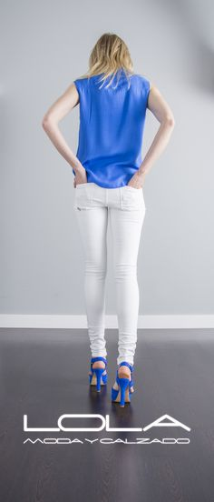 Tu blusa azul intenso te viene muy bien, que te cueste solo 45 € te viene mejor.  Pincha este enlace para comprar tu blusa en nuestra tienda on line:  http://lolamodaycalzado.es/primavera-verano/579-blusa-de-tirantes-azul-intenso-salsa.html