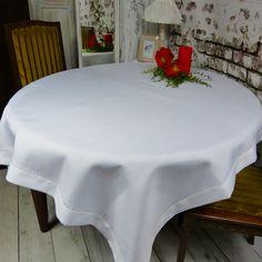 ⭐ Wymiar: 110 x 160 (+/-3cm) ⭐ Kształt: Prostokąt ⭐ Materiał: 100% poliester ⭐ Kolor: biały ⭐ Wykończenie: Mereżka + lamówka  Biały, elegancki #obrus, to element galanterii stołowej, który musisz mieć w swoim domu!  #GalanteriaStołowa #białyObrus #ObrusZMereżką #obrusZLamówką #Obrus110x160 #KolekcjaJagna #JAGNA Vanity Bench, Table, Furniture, Home Decor, Decoration Home, Room Decor, Tables, Home Furnishings, Home Interior Design