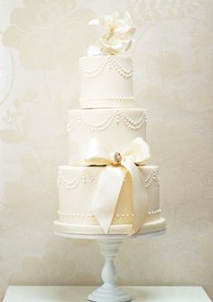 Pearls and Drapes wedding cake