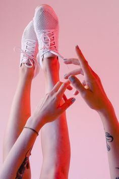 ¡Encuentra las mejores #zapatillas para este #verano! Converse Chuck Taylor, Ballet Dance, Dance Shoes, Slippers, Fashion, Winter Shoes, Converse Shoes, Short Sleeve Hoodie, Spring Summer