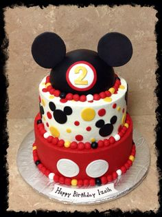 Mickey Mouse hat three tier birthday cake