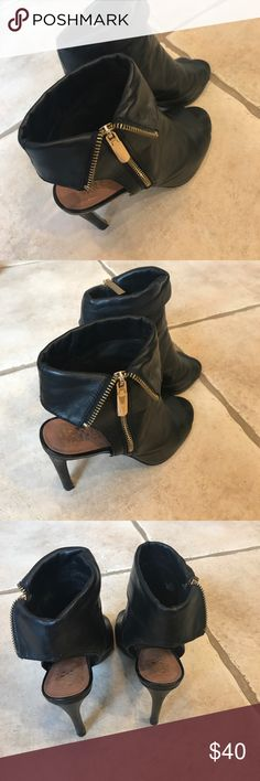 EUC Vince Camuto open toe booties Perfect for fall! Vince Camuto Shoes Heels