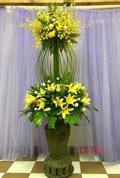 hotel terrace flower Hotel Flower Arrangements, Beautiful Flower Arrangements, Unique Flowers, Beautiful Flowers, Altar Flowers, Church Flowers, Hotel Flowers, Memorial Flowers, Corporate Flowers