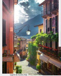 Que tal um passeio pelas estreitas ruas da cidade de Bellagio na Itália? Ruas estreitas Fachadas coloridas e decoradas por plantas. Encantadora inspiração do @recebercomcharme . . http://ift.tt/1U7uuvq arqdecoracao arqdecoracao @arquiteturadecoracao @acstudio.arquitetura . . . #Interiores #design #home #world #perfect #photooftheday #instago #decoracao #construcao #instadecor #architecture #instamood #arquiteta #love #decor #arquitetura #instadaily #homestyle #beautiful #top #amazing #igers…