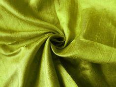 Tela de seda, tela de Dupioni de seda pura, seda, seda India, césped verde tela de seda  Este listado está para un tejido de seda de dupioni puro exquisito y hermoso en lavanda. Utilizar para hacer faldas, vestidos, tops, accesorios, ropa de hogar o para cualquier otro proyecto de arte.  Embellecer tus proyectos bricolaje creativos con esta tela única y étnica.  Tamaño *** Longitud - elija en el menú desplegable de Disponibilidad Pulgadas de ancho - 45  Color ***  Verde  Para telas de seda…