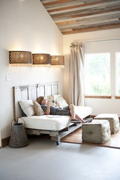 Reading Nook Fitted With A Pallet Daybed On Casters And A Matching Headboard Pallet Daybed, Diy Daybed, Diy Pallet Sofa, Pallet Furniture, Pallet Lounger, Daybed Couch, Daybed Ideas, Wooden Pallet Beds, Pallet Wood