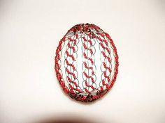 Výtvory drátenice Martiny Horákové. Egg Designs, Wire Work, Wire Wrapping, Easter Eggs, Wig, Macrame, Weaving, Beads, Embellishments