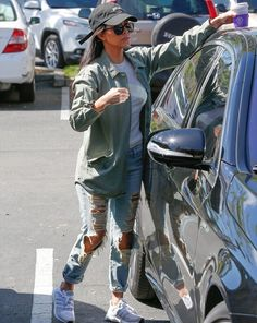 March 6th, 2016 - Kourtney out in Calabasas