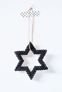 Belle étoile de Noël pour une déco ou un pendentif. Perles Hama et masking tape - perles à repasser : http://www.creactivites.com/229-perles-a-repassera-repasser