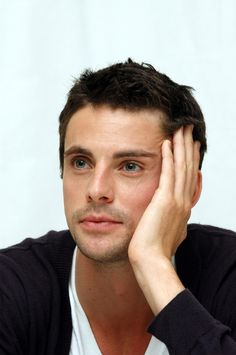 Matthew Goode: dark hair, bright eyes, and an accent? I'll take one please.
