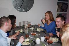 Les invités à table