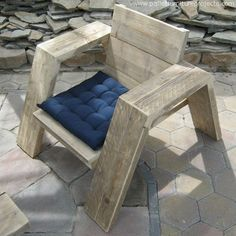 Most of the furniture items that we have made here with the pallet wood have… Pallet Chair, Diy Pallet Furniture, Pallet Art, Diy Pallet Projects, Recycled Furniture, Furniture Projects, Wood Furniture, Wood Projects, Outside Furniture