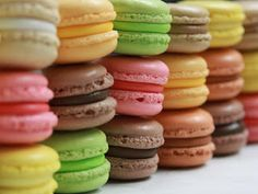 Retail and Wholesale Macarons. Over 21 flavors of macarons available. Easy French Macaron Recipe, Cookie Recipes, Dessert Recipes, Kolaci I Torte, French Macaroons, Pastel Macaroons, Lavender Macarons, Coconut Macaroons, Macaroon Recipes