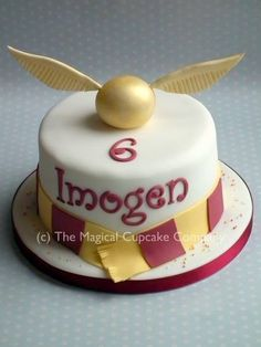 Harry Potter cake - http://www.themagicalcupcakecompany.co.uk/cakes.html#