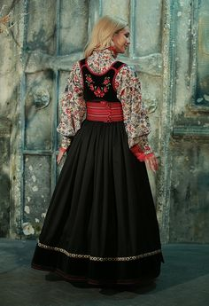 Embroidery Suits Punjabi, Indian Embroidery, Folk Embroidery, Embroidery Stitches, Embroidery Designs, Norwegian Clothing, Fashion Forms, Patiala Salwar, Kendall Jenner Outfits