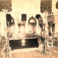 King Kalākaua lying in state in 'Iolani Palace, Honolulu, O'ahu, 1891 Note: Queen Kapi'olani at head of coffin Aloha Hawaii, Hawaii Travel, Kauai, Honolulu Oahu, Hawaiian Goddess, Hawaii Adventures, Kings Hawaiian, Vintage Hawaii, Big Island Hawaii
