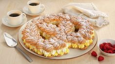 Waleskringle Eclairs, Bagel, Doughnut, Eat Cake, Cake Recipes, Goodies, Food And Drink, Bread, Breakfast