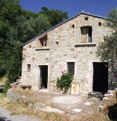 Beautiful stone country house for sale to be restored, Civitacampomarano-Molise-Larissa
