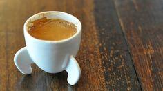 Queria mesmo que não bebesse café.