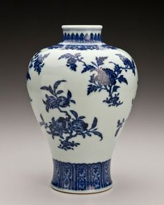 Vase with floral design, Qing dynasty Qianlong period | Indianapolis Museum of Art