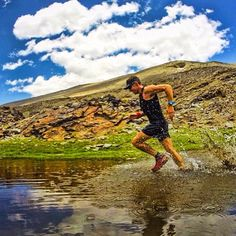 Welcome to #RunnerLand . Photo: @patrickams  Al calor!... Water series cerca de los 3000m de altura... Disfrutando Sierra Nevada .