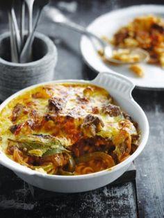 Lamsschotel met pasta en tomaat http://njam.tv/recepten/lamsschotel-met-pasta-en-tomaat