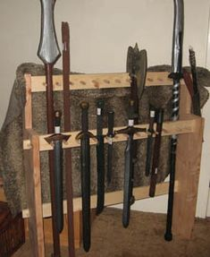 weapons rack 15 Woodworking Furniture, Woodworking Plans, Martial Arts Weapons, Weapon Storage, Medieval Weapons, Rack Design, Renaissance, Larp, Home Projects