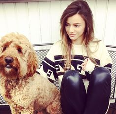 El with her dog