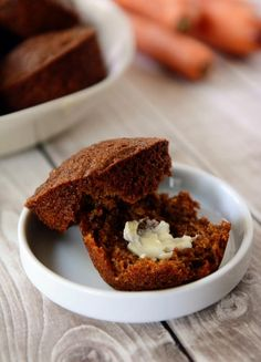 Get this simple recipe for healthy muffins that are delicious and extremely good for you! Packed with superfoods, these muffins are bound to become a favorite. Healthy Muffin Recipes, Healthy Muffins, Healthy Sweets, Healthy Baking, Healthy Snacks, Quinoa Muffins, Carrot Muffins, Breakfast And Brunch, Breakfast Recipes