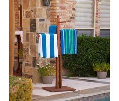 Towel Rack...great for pool or bathtub.