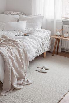 Home Interior Cocina Comfy Bedroom, Bedroom Decor, Bedroom Sofa, Bedroom Ideas, Home Interior, Interior Design, Minimal Bedroom, Earthy Bedroom, All White Bedroom
