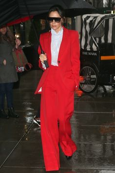 Victoria Beckham out and about, New York, USA – 24 Jan 2019 -- HollywoodLife Victoria Beckham Sunglasses, Winter 2018 Fashion, Red Suit, Red Blazer, Spice Girls, Colourful Outfits, Fashion Photo, Nice Dresses, Celebrity Style