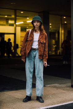 See what the models are wearing off-duty during NYFW S/S – Of The Min.,See what the models are wearing off-duty during NYFW S/S – Of The Min. 70s Outfits, Outfits With Converse, Mode Outfits, Stylish Outfits, Fashion Outfits, Fashion Tips, 70s Fashion, Look Fashion, Girl Fashion