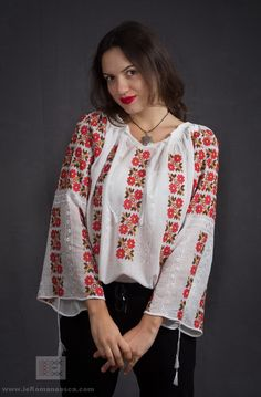 Hand embroidered Romanian peasant blouse for a memorable Spring. worldwide shipping!