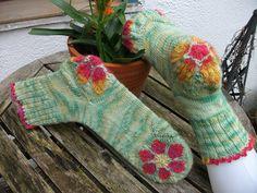 Ravelry: nettischaf's Easter flowers