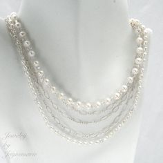 I love the simpleness of this necklace, its such a nice twist on a classic!