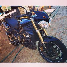 Triumph Street Triple Photo credit to @tysonlowe👈 Hashtag #2WP for a chance to get featured. #motorbike #motorcycle #sportsbike #dirtbike #supermoto #yamaha #honda #suzuki #kawasaki #triumph #ducati #harleydavidson #aprilia #ktm #bmw #buell #husqvarna #r1 #r6 #gsxr #panigale #streettriple #cbr #ninja #monster #streettriple #daytona #bikelife #TwoWheelPassion