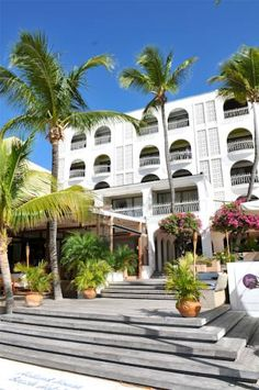 Holland House Beach Hotel Philipsburg (St Maarten) This boutique hotel is located right on Great Bay Beach, St. Maarten, and offers spacious rooms with 30-inch flat-screen cable TVs. Captain Hodge Pier is a 7-minute drive away.