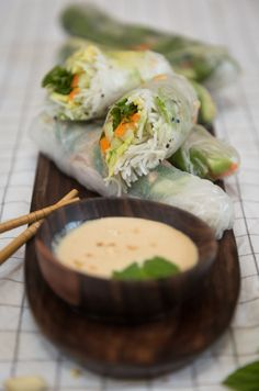 Vegan Spring Rolls, Peanut-Ginger Sauce (Gluten Free) A easy recipe for vegan spring rolls, with a scrumptious peanut and ginger sauce! Quick Recipes, Veggie Recipes, Asian Recipes, Diet Recipes, Healthy Recipes, Ethnic Recipes, Veggie Food, Healthy Food, Vegan Spring Rolls
