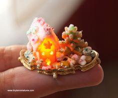 Lighted Dollhouse Miniature Gingerbread House and Christmas Cookies TinyTerMiniatures.com by IGMA Artisan Teresa Martínez