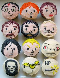 Harry Potter Cupcakes! So cool!    Found: http://cupcakestakethecake.blogspot.com/2010/12/harry-potter-cupcakes.html