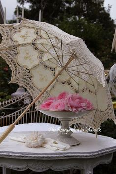 Lace parasol, with pretty feminine accents♡♡♡♡♡